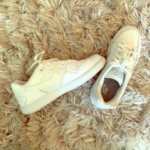 ✰ WOMENS WHITE NIKE AIRFORCES ✰